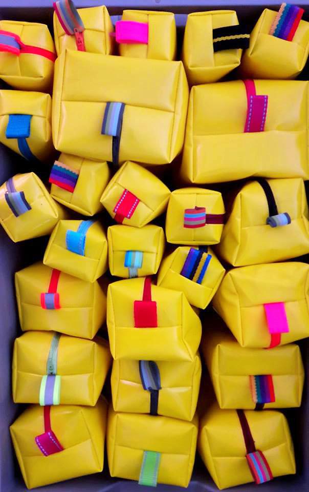 gelbe Zipptaschen