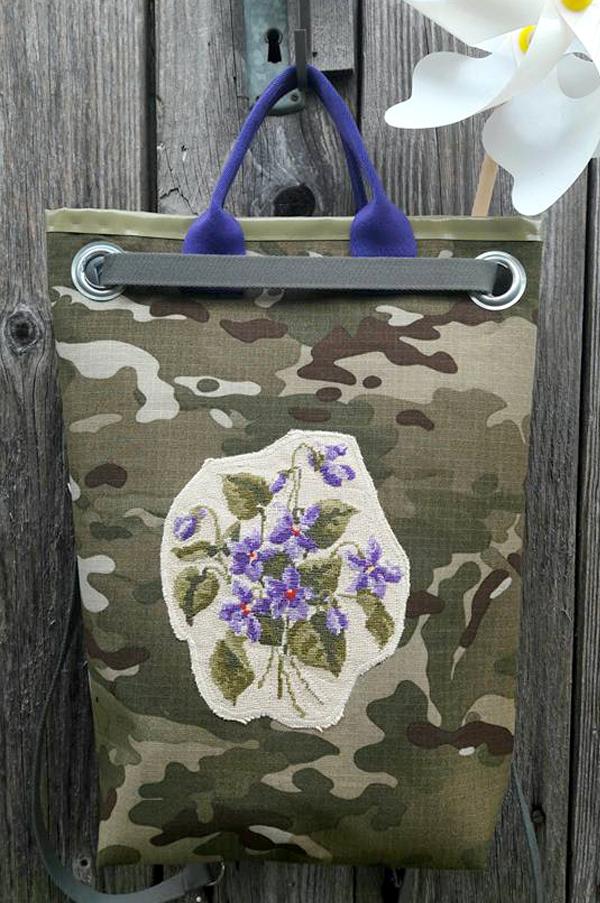 Veilchen auf Camouflage