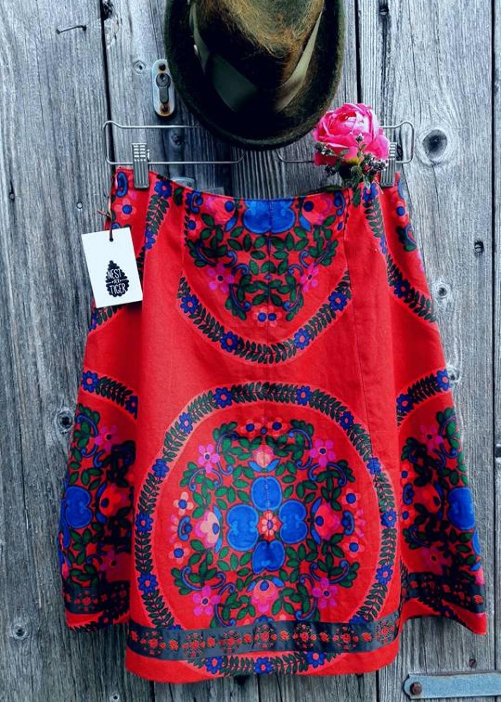 Folklore Rot Blau